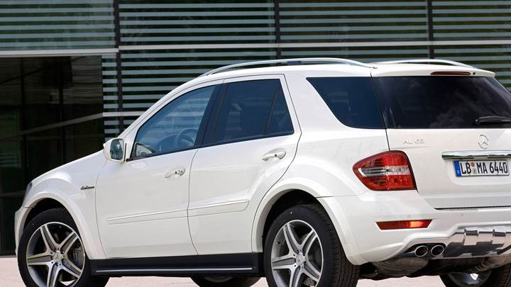 2010 Mercedes-Benz ML 63 AMG Facelift Side Back Pose In White